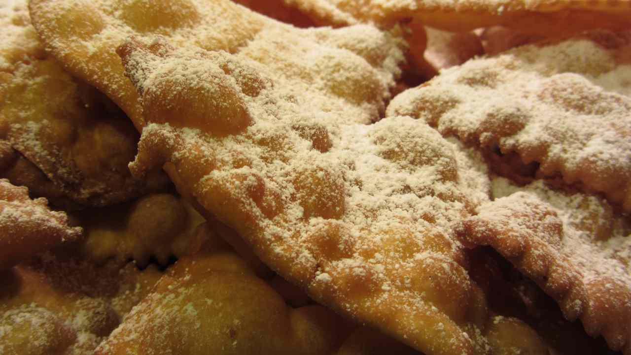 Chiacchiere salate al parmigiano e rosmarino - ricettasprint
