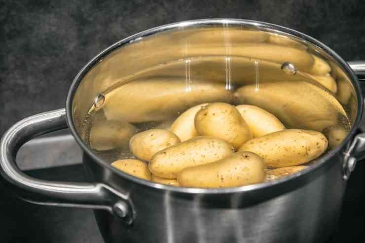 Patate e piselli in padella - ricettasprint