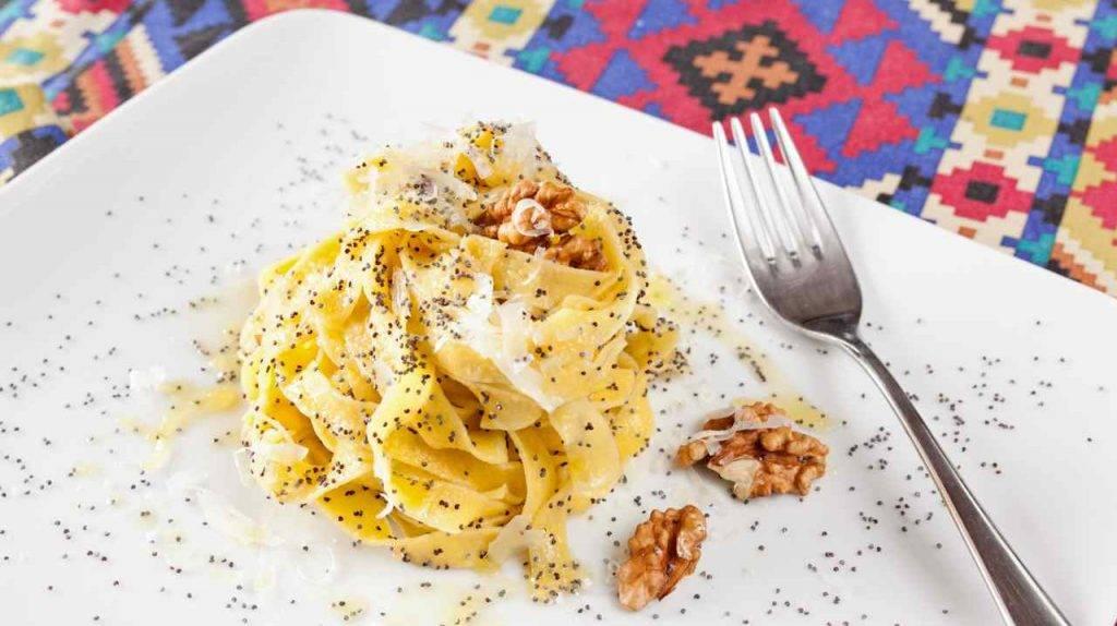 Tagliatelle alla crema di noci e pancetta - ricettasprint