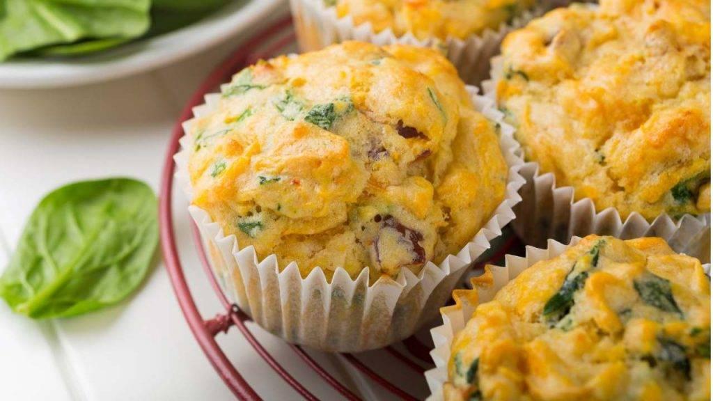Muffin con spinaci e formaggio