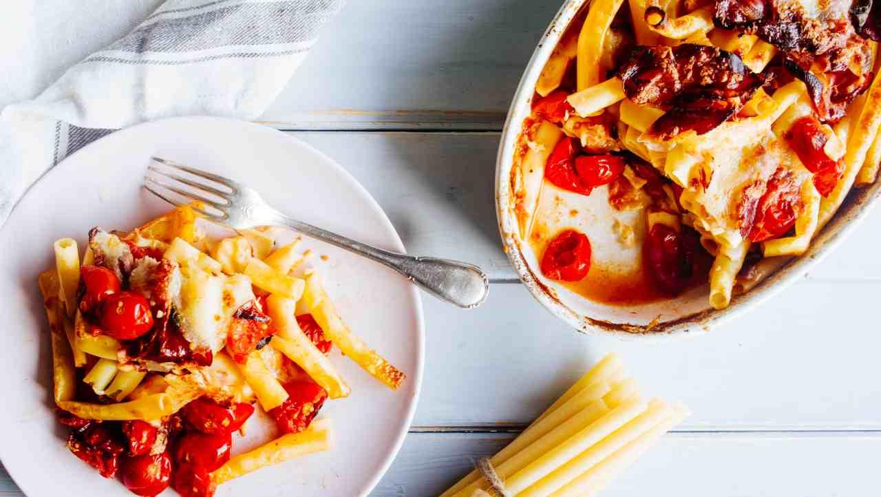 Pasta al forno con pomodorini e melanzane - ricettasprint