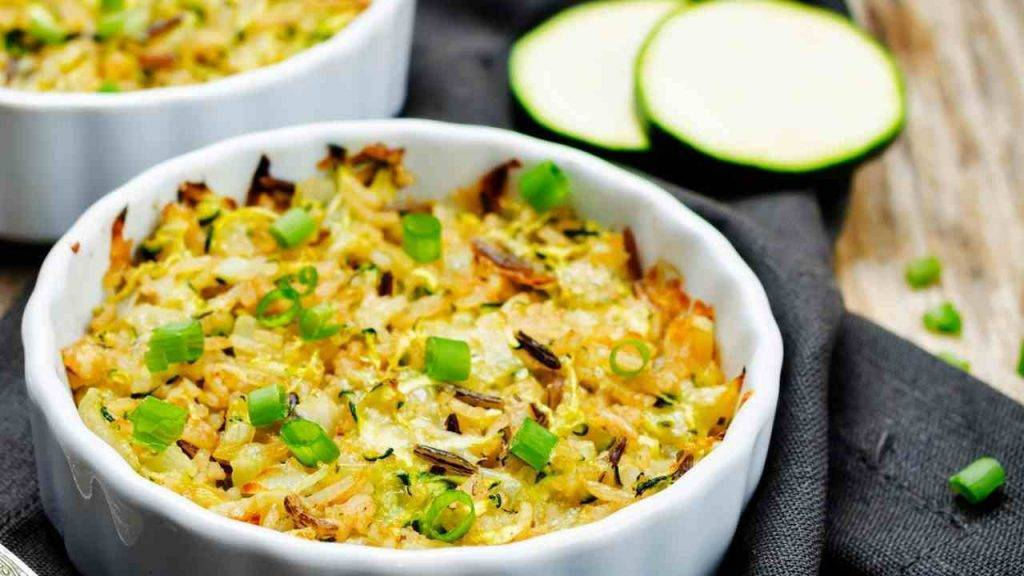 Riso al forno con zucchine pancetta e scamorza