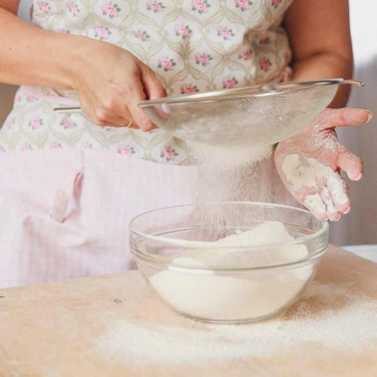 ciambella 10 minuti cacao e amarene - ricettasprint