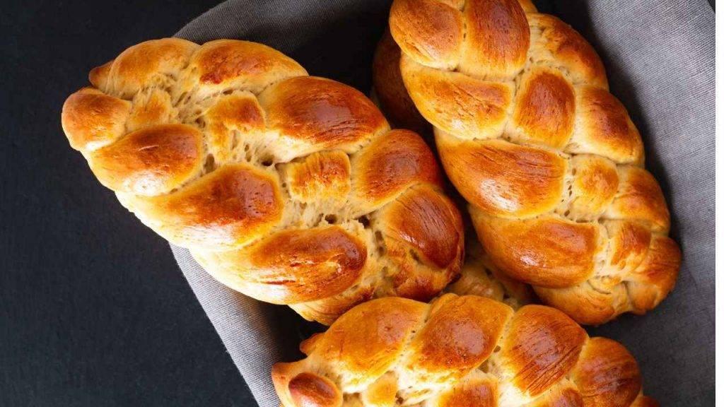 Treccia di pane con olio extravergine di oliva