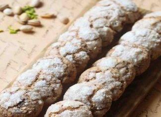 Biscotti di pasta frolla montati al pistacchio