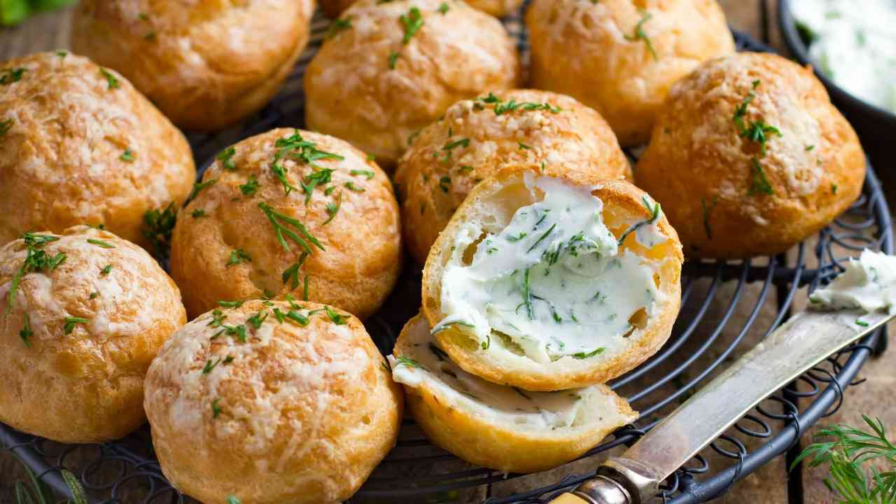 Bigne salati al formaggio