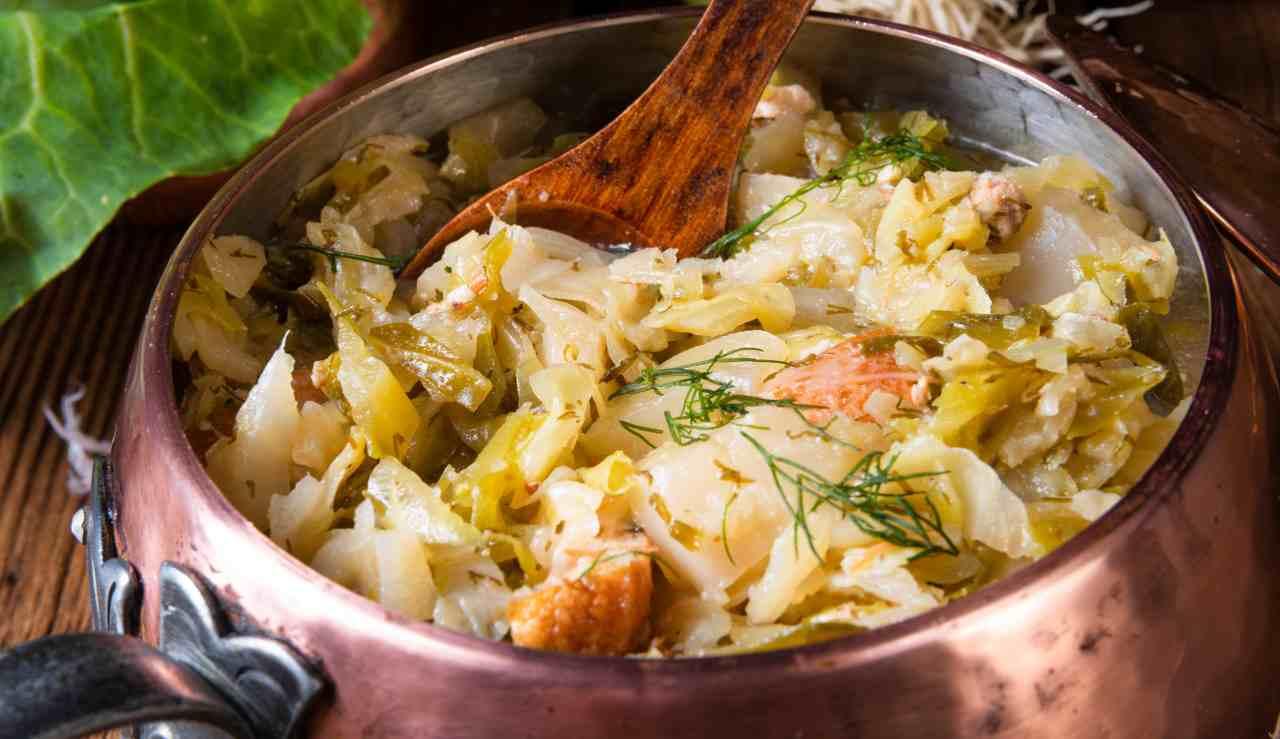 Zuppa di verza e pancetta - ricettasprint