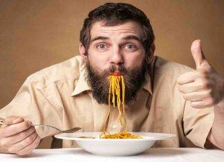 a cena mangiare la pasta?