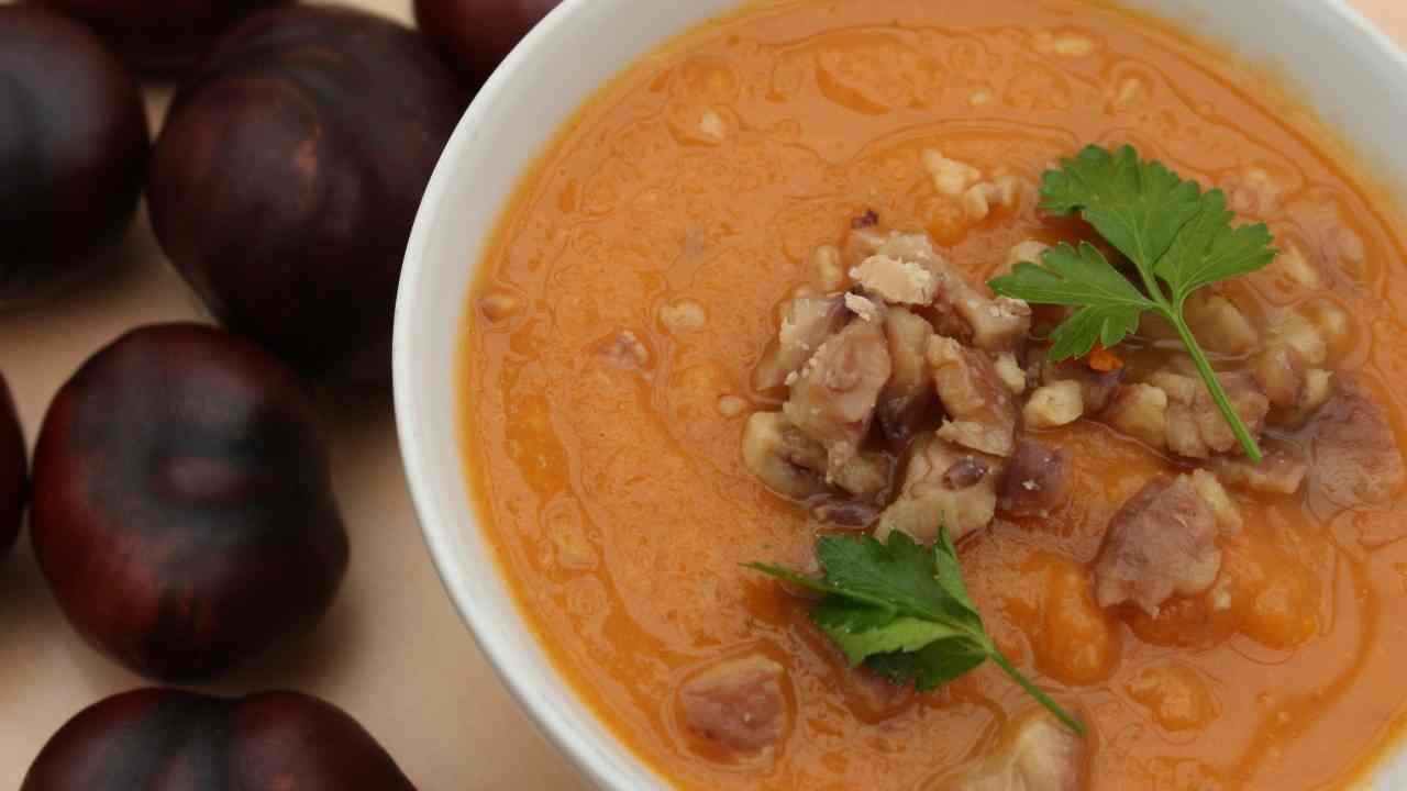 Zuppa di zucca e castagne