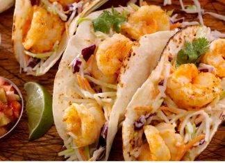 Tacos con gamberetti e cavolo