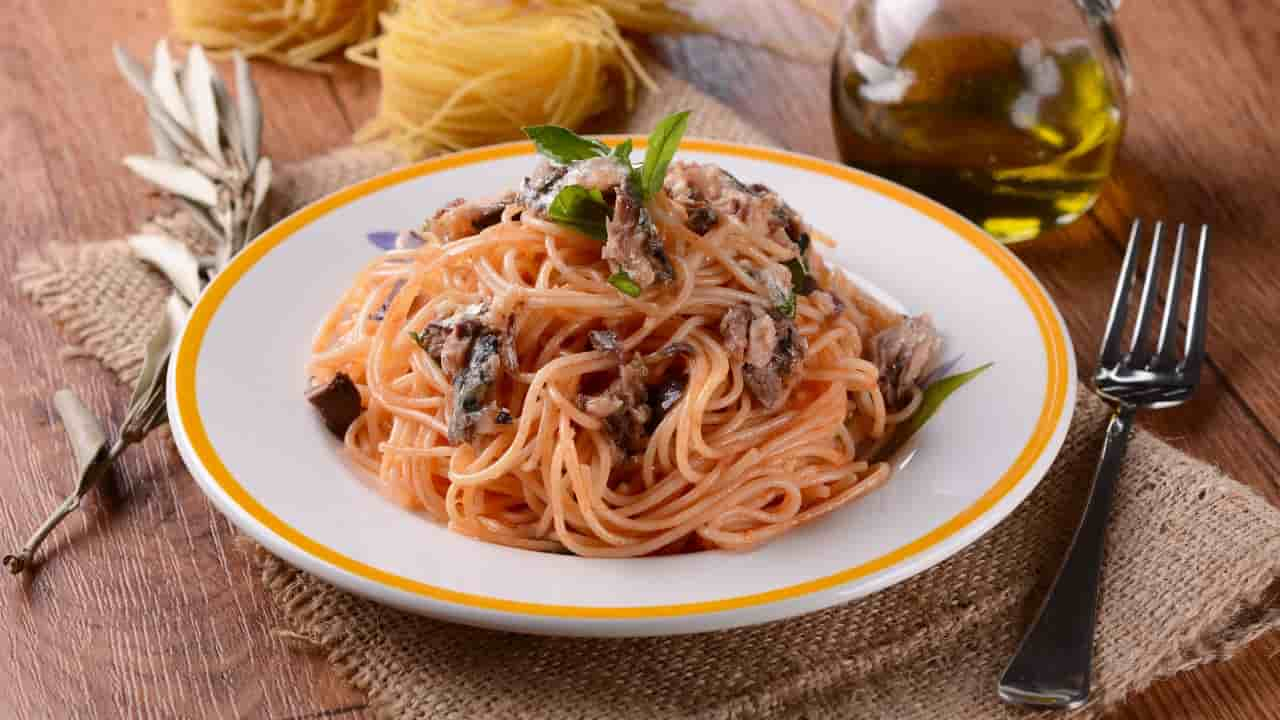 Spaghetti con le alici alla siciliana
