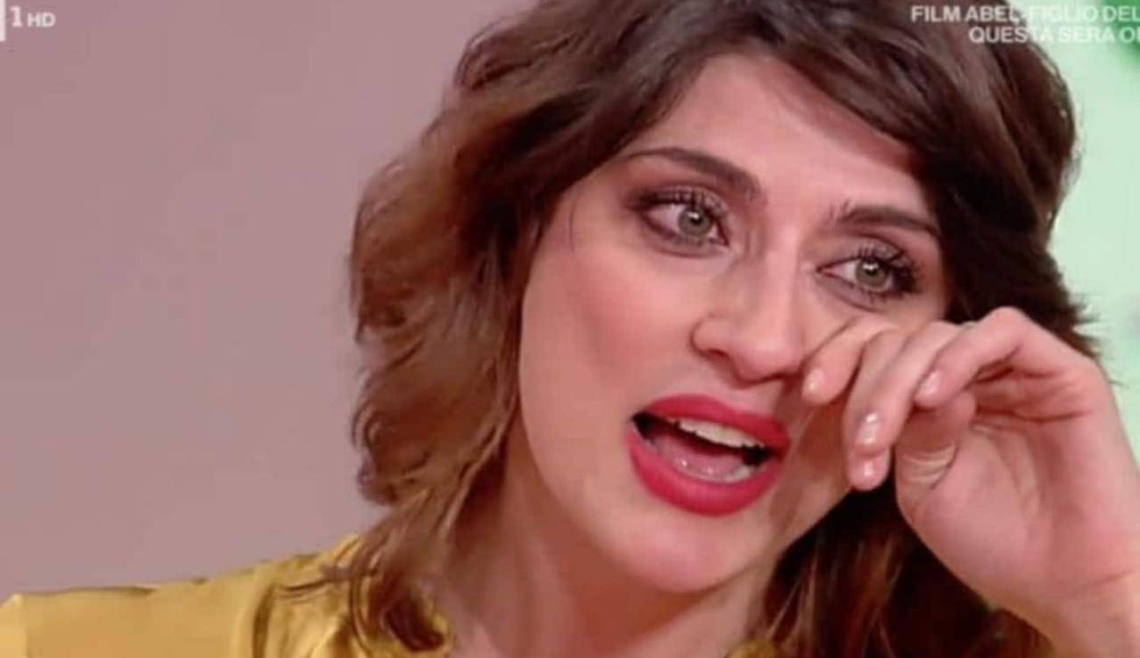 Elisa Isoardi commozione e lacrime | Puntata interrotta Elisa Isoardi | Commozione e lacrime puntata interrotta - ricettasprint