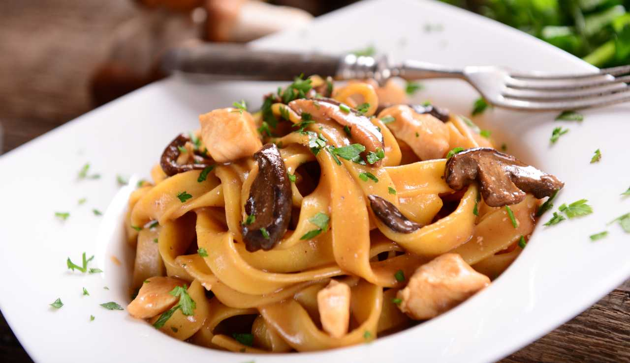 pappardelle ai funghi ed olive nere - ricettasprint