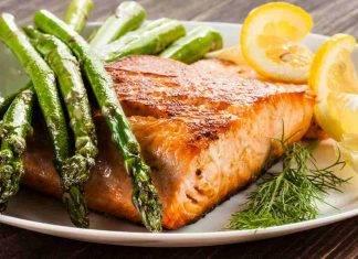 salmone al forno con asparagi - ricettasprint