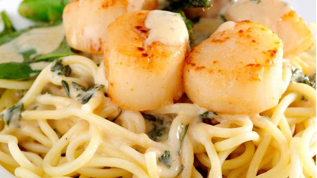 Spaghetti con capesante e panna