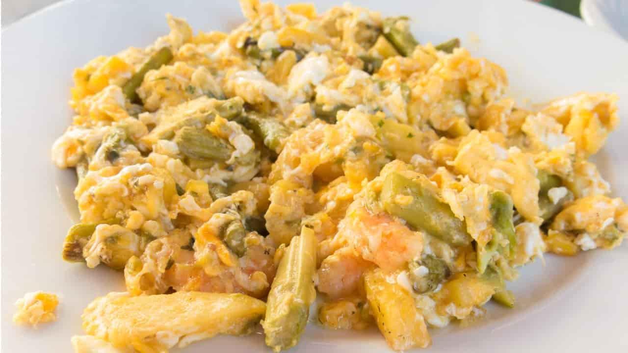 Uova strapazzate con asparagi