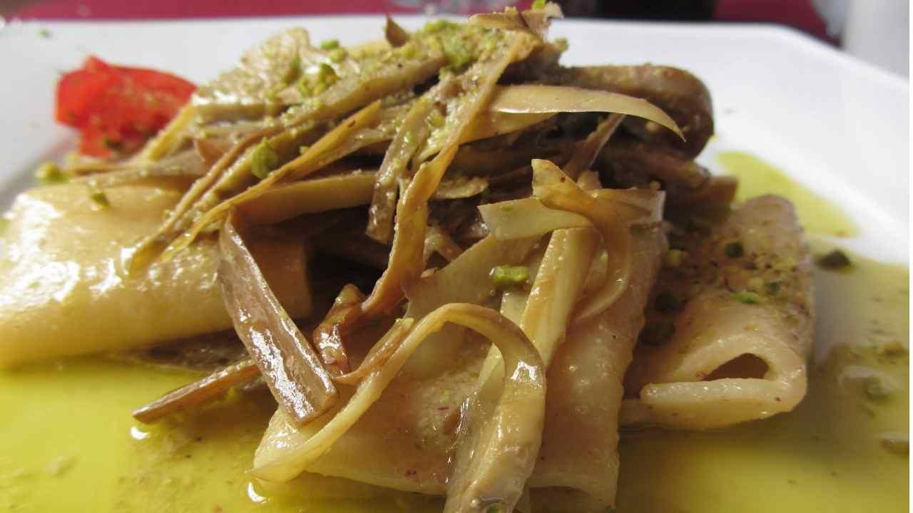 Paccheri alla crema burrata con pistacchi e carciofi
