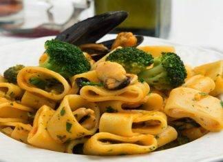 Calamarata con broccoletti e cozze