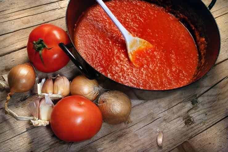 Fettuccine alla pizzaiola con carne macinata - ricettasprint