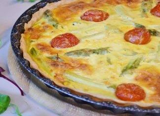 Crostata morbida con pomodori e asparagi