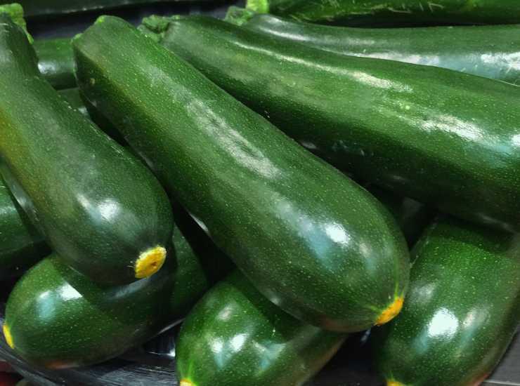 Arrosticini di zucchine e ricotta al forno - ricettasprint