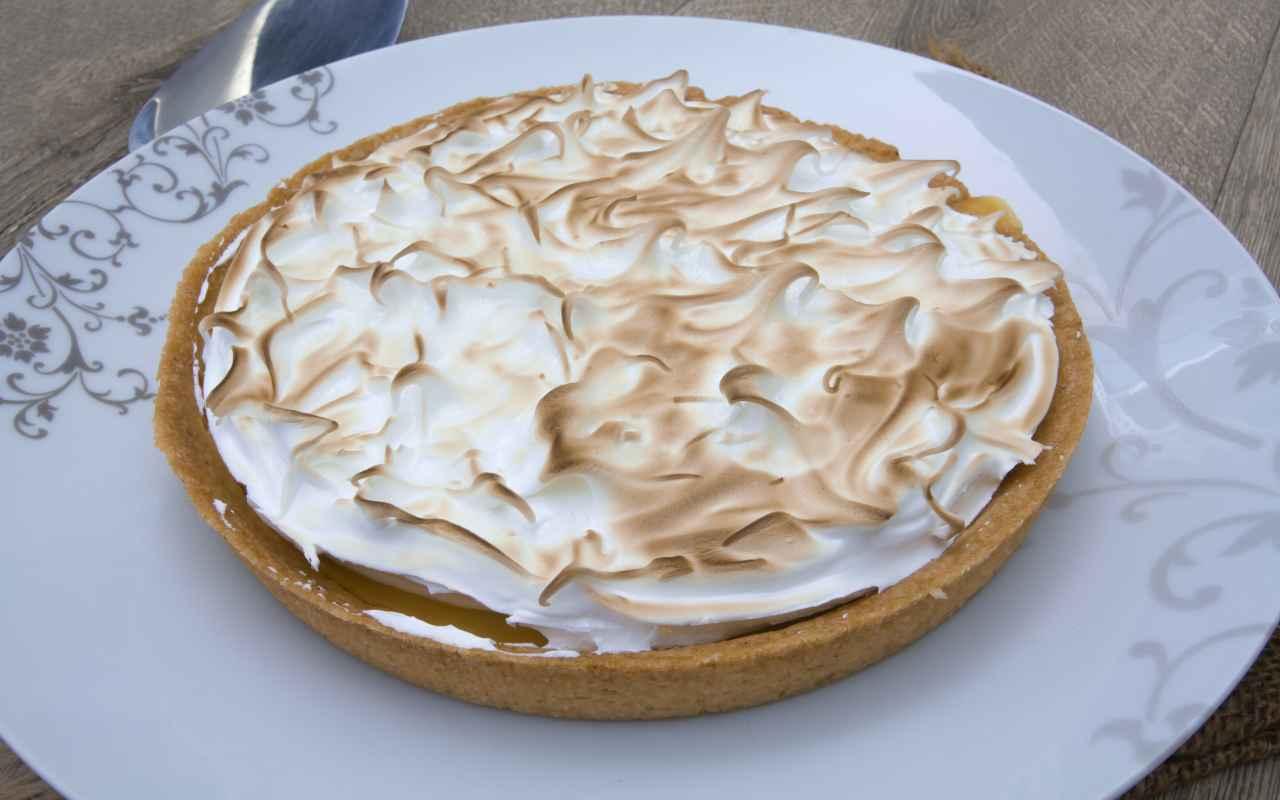 Crostata meringata al cioccolato e caramello e burro salato FOTO ricettasprint