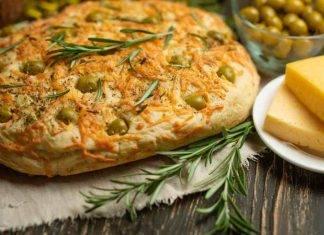 Focaccia al formaggio olive e rosmarino - ricettasprint