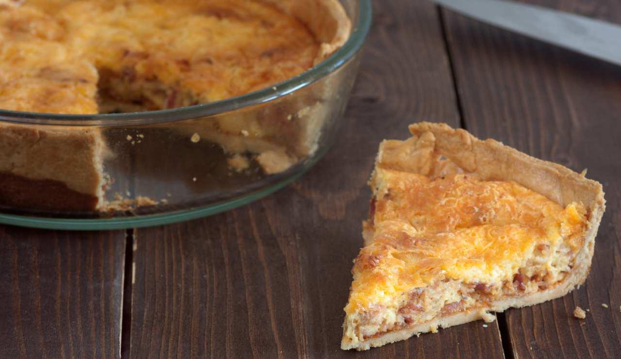 Pizza ripiena con stracchino e salsiccia - ricettasprint