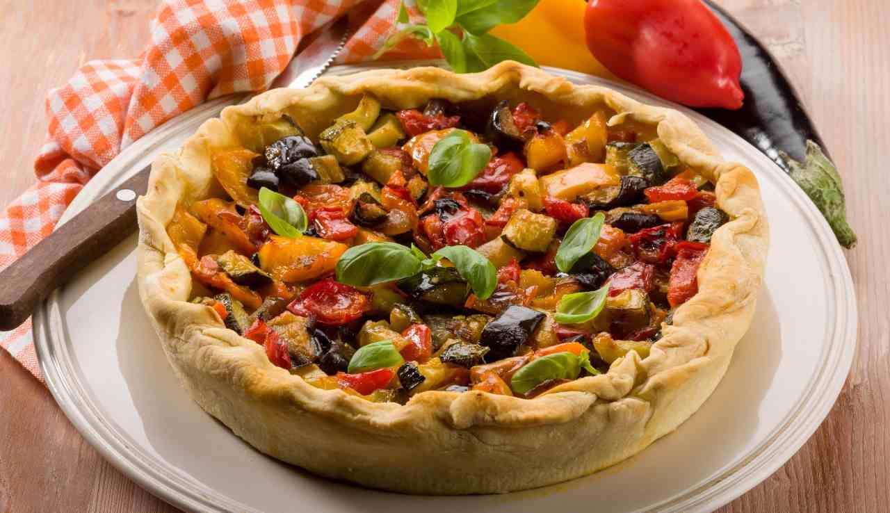 Torta salata con verdure miste e olive - ricettasprint