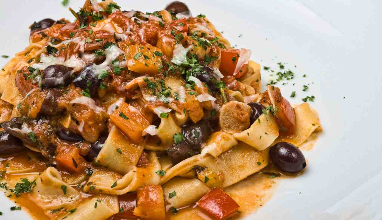 pasta peperoni olive e mollica atturata - ricettasprint