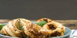 Ciambelle veloci di patate e zucchine al forno FOTO ricettasprint
