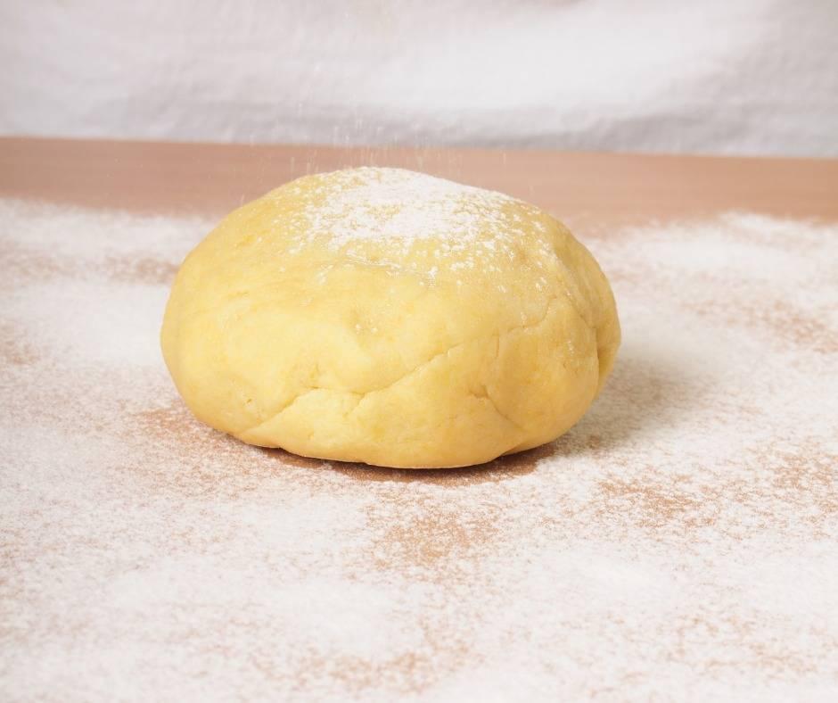 Crostata con crema e marmellata