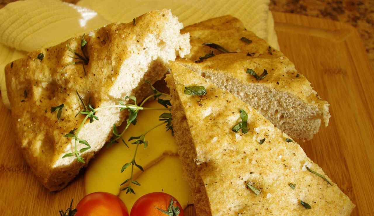 Focaccia con fiocchi di patate - ricettasprint