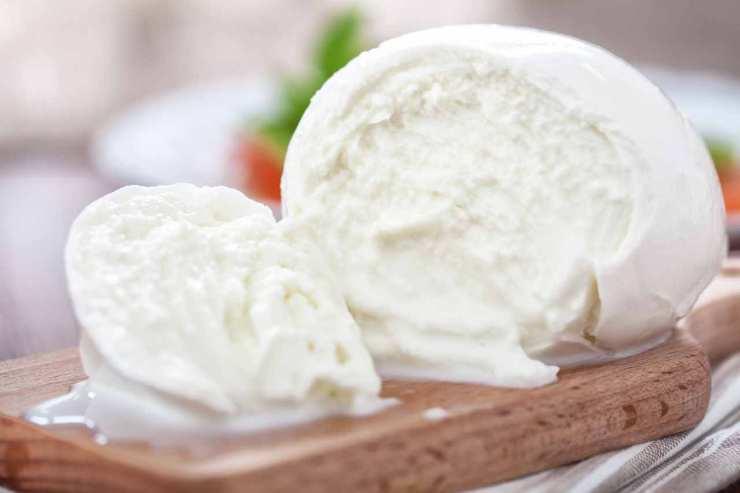 Focaccia in padella ripiena di parmigiana - ricettasprint