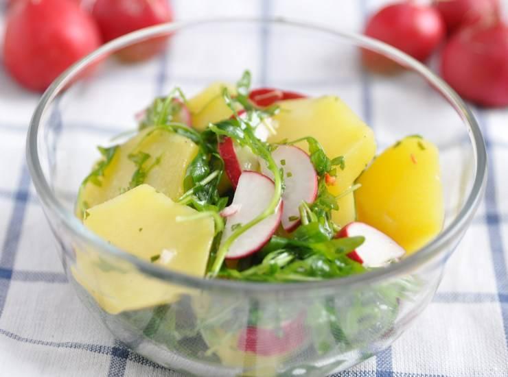 Insalata di patate con rucola pomodori e ravanello - ricettasprint