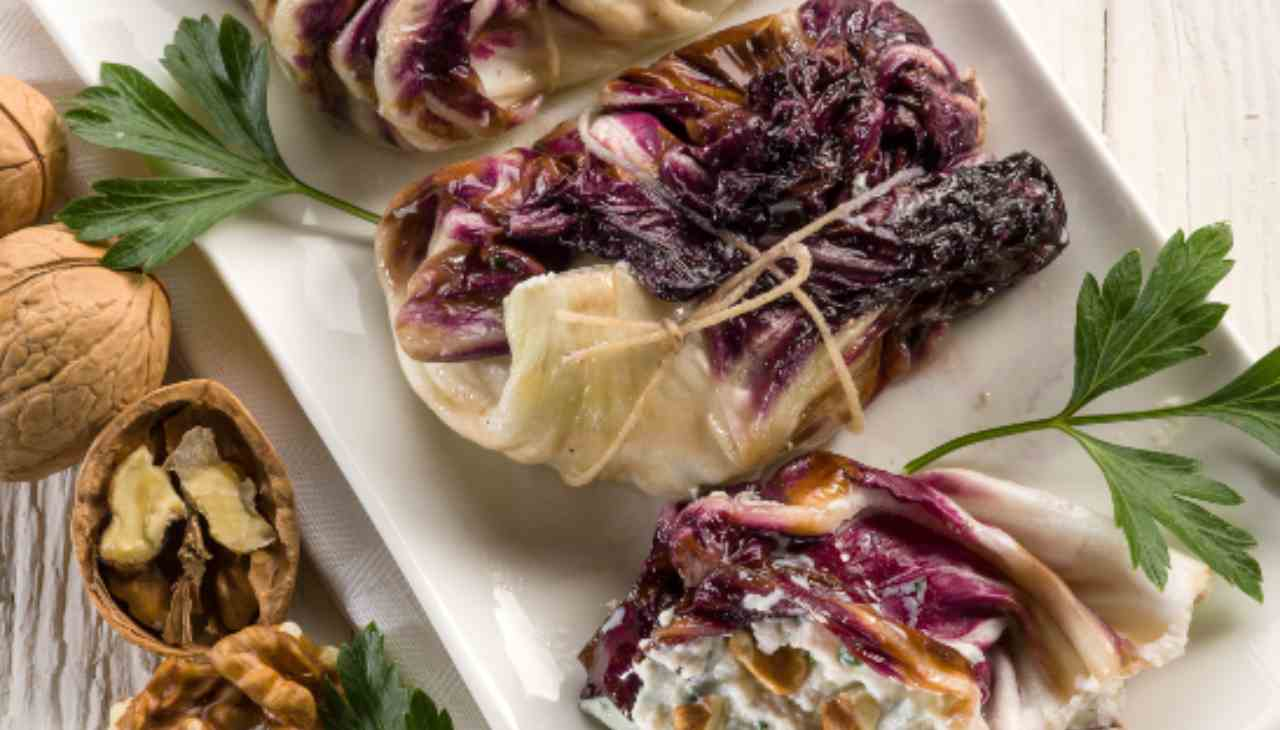 Involtini di radicchio con carne purè ricotta prezzemolo noci - ricettasprint