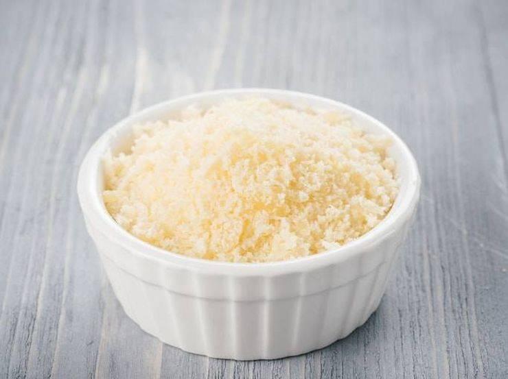 Pasta con crema di parmigiano e prosciutto