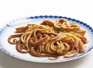 Spaghetti al pesto di prezzemolo con moscardini FOTO ricettasprint