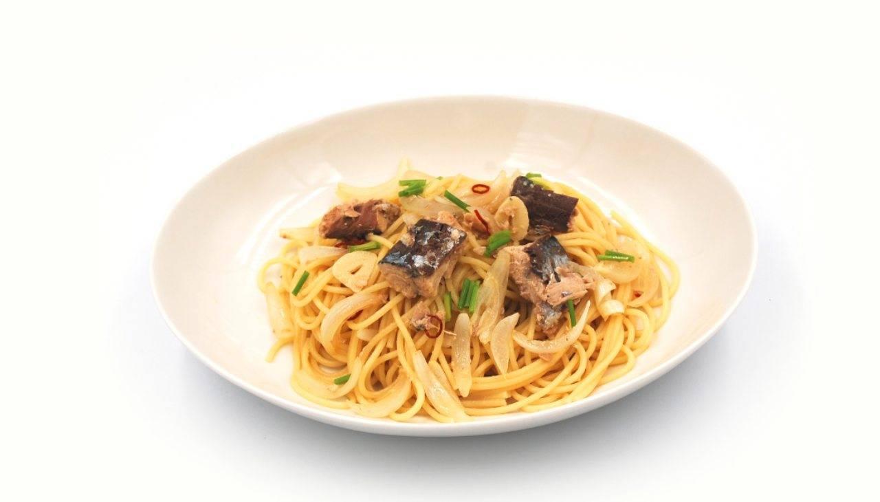Spaghetti con sgombro cipollotto e muddica - ricettasprint