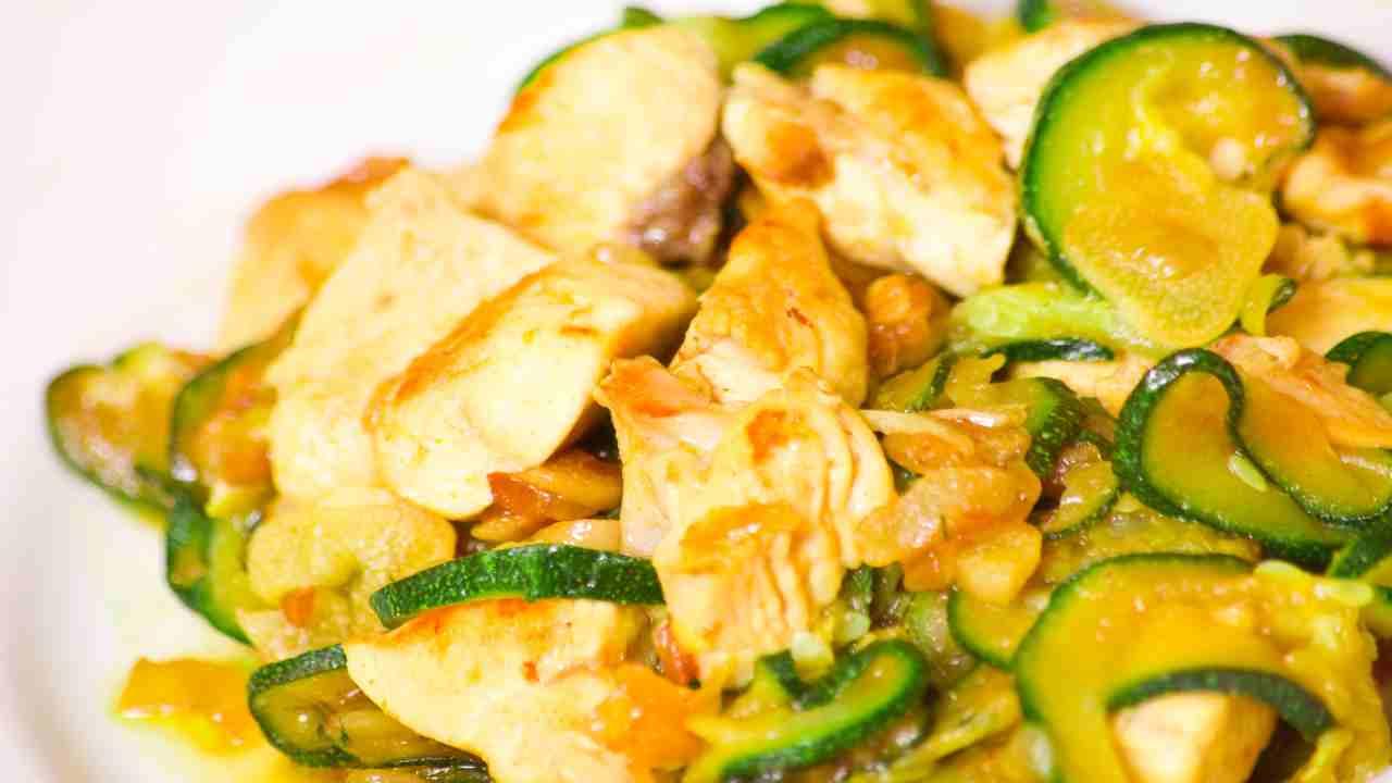 Straccetti di pollo con zucchine