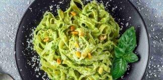 Tagliatelle con pesto di pistacchi e pinoli tostati - ricettasprint