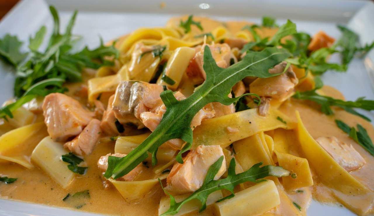 Tagliatelle cremose al salmone e rucola ricettasprint