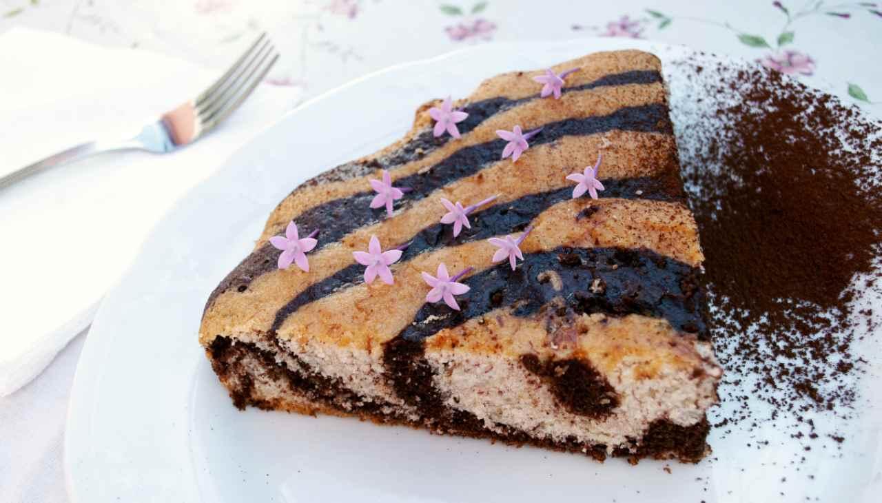 Torta vegana zebrata con fiorini - ricettasprint
