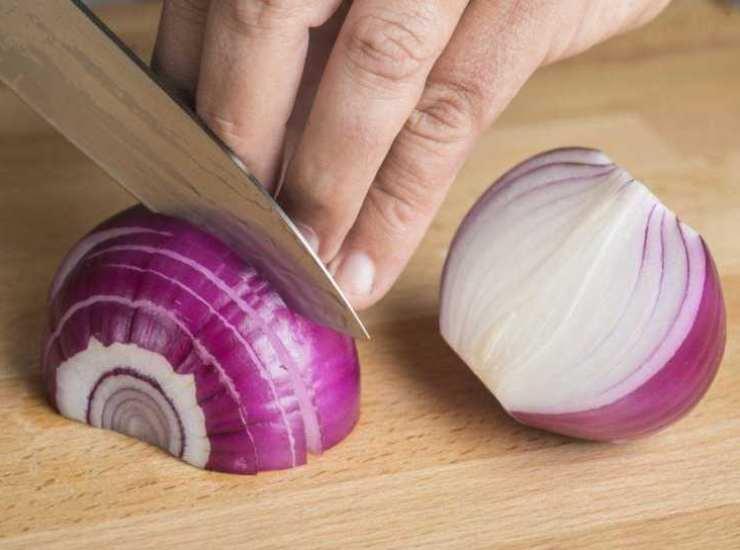 filetto di tonno rosso in padella con cipolla e olive FOTO ricettasprint