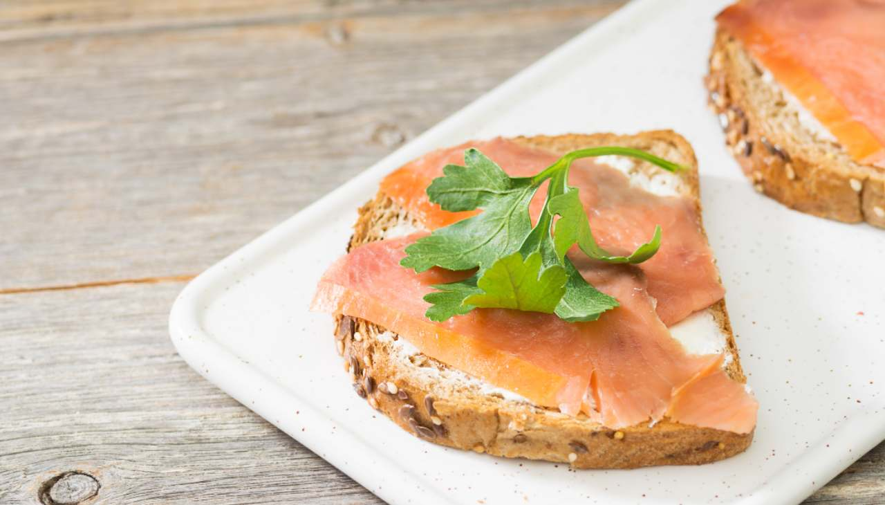 Bruschette al salmone- ricetta sprint