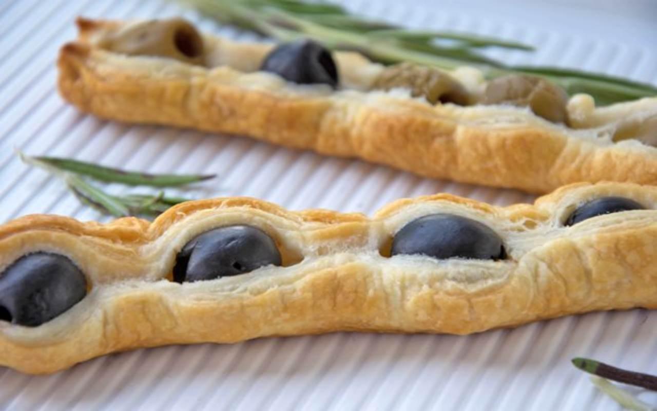 Caramelle di sfoglia con olive verdi FOTO ricettasprint