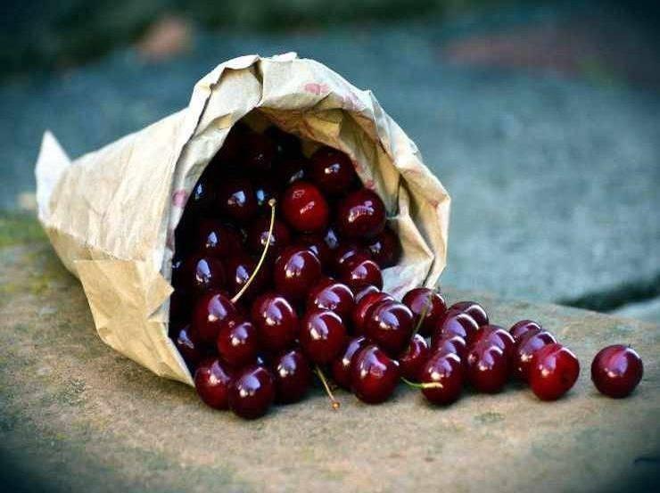 Cassatelle di frolla alle ciliegie