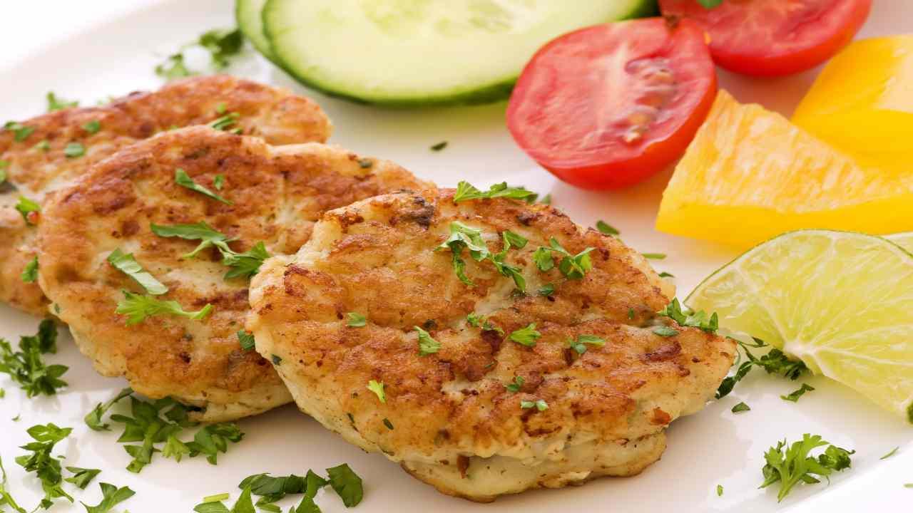 Hamburger di pollo e zucchine
