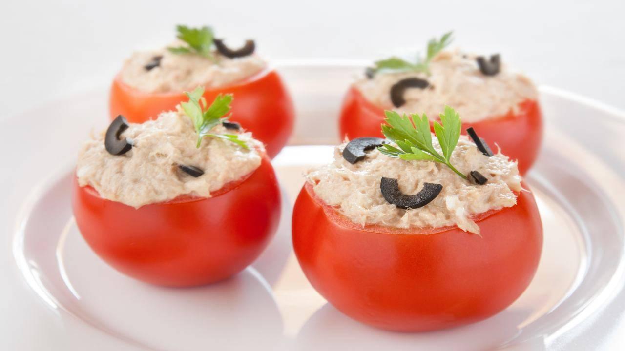 Pomodori ripieni con salsa tonnata