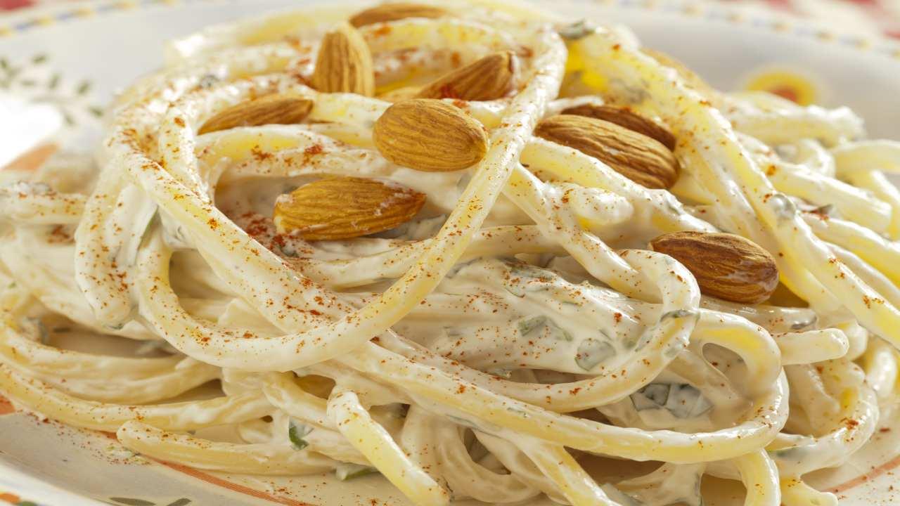 Spaghetti con mandorle